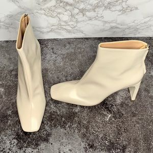 💢NWT💢 Zara Cream Square-Toe Leather Booties.